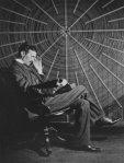 Никола Тесла чита Руђера Бошковића испред свог Увеличавајућег предајника